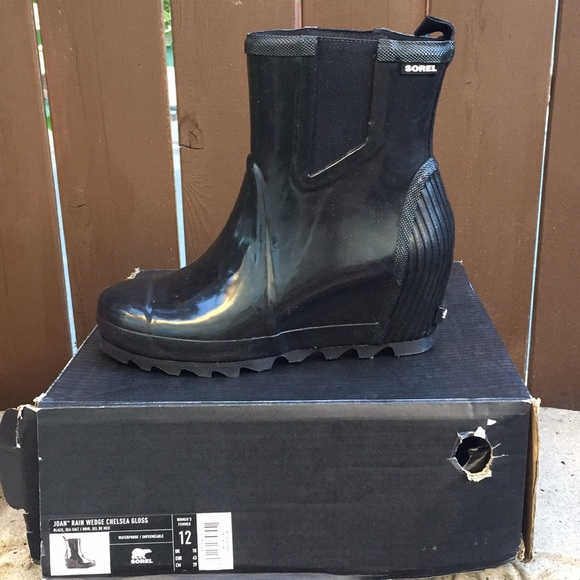14a7d676c46 Sorel Joan Rain Wedge Chelsea Gloss Boots